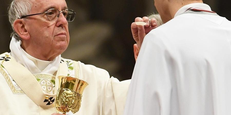 Papa en misa católica